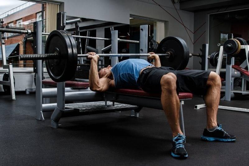 Man bench press max